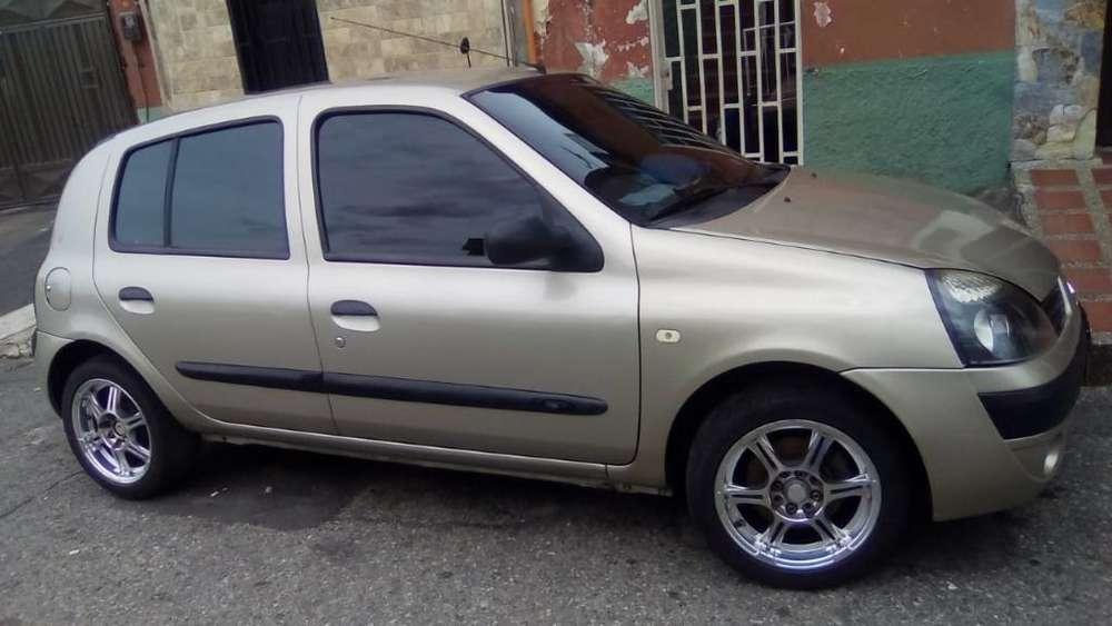 Renault Clio  2007 - 122000 km
