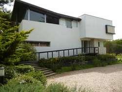 CARILO: Verano 2020. Casa Zen: Racionalista a 50 m. del Mar. 8  2 pax. Zona 1. Piscina climatizada.