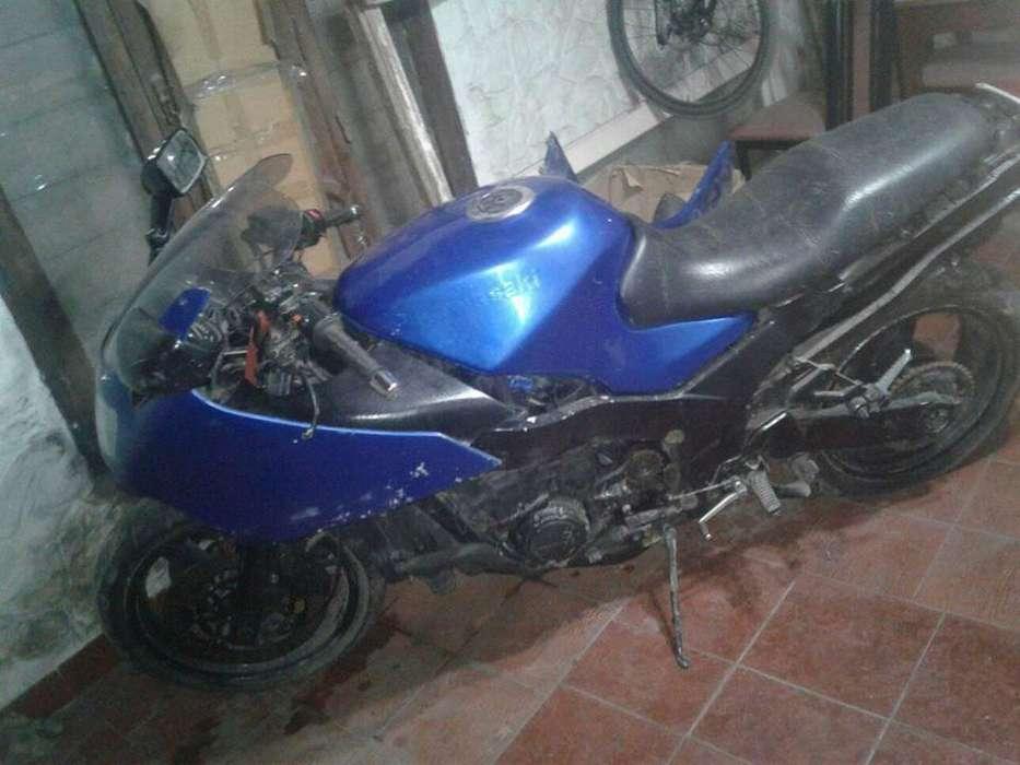 <strong>kawasaki</strong> ZZR 1100 bien de motor falta estetica