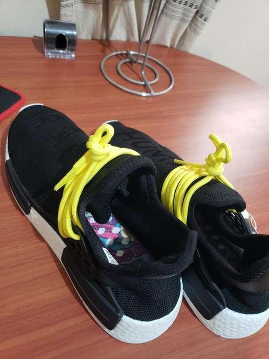 Adidas Human Race (talla 42/8.5) Negros