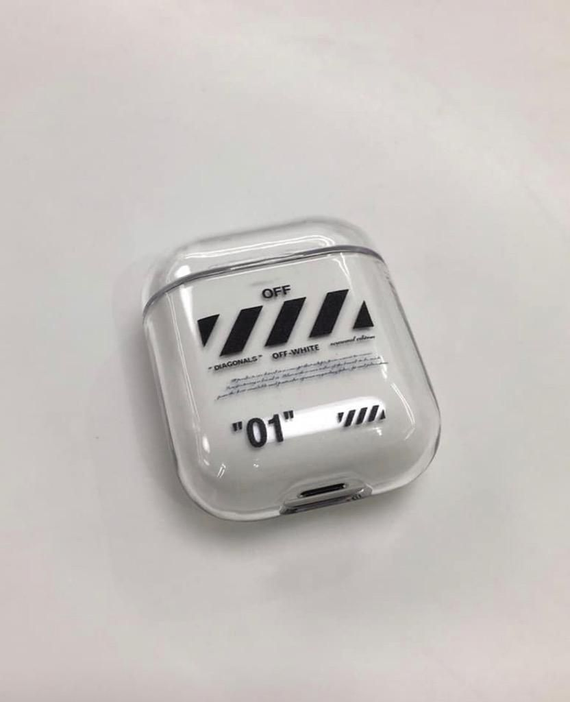 Case off white AirPods