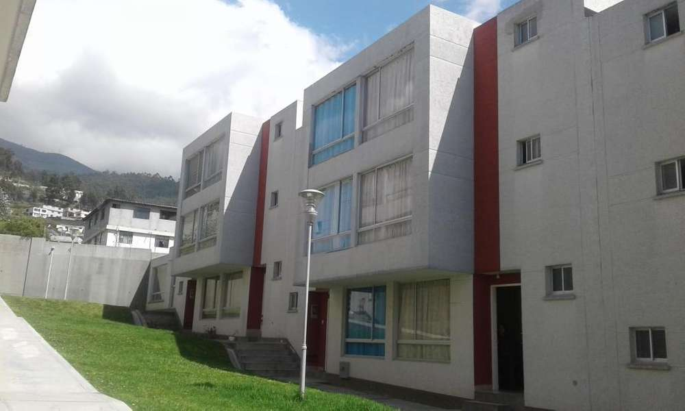 VENDO CASA DE 4 DORMT. DENTRO DE CONJUNTO PRIVADO - 156 M2 - NORTE DE QUITO