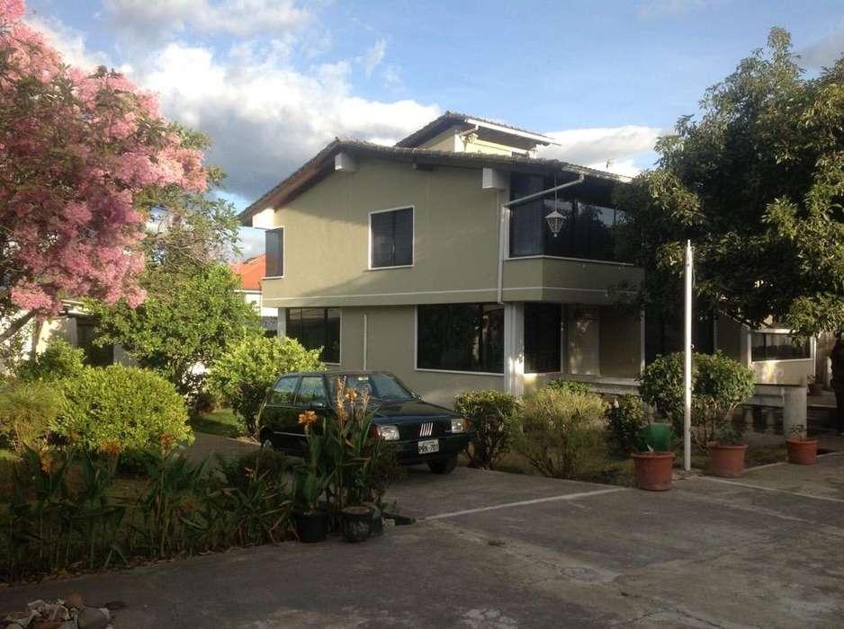 Venta de Casa 400 m2 construccion y 1070 de terreno Sector Miranda Conocoto La Salle