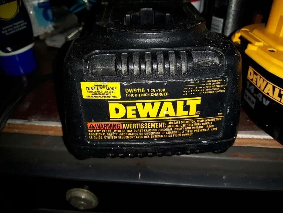 Cargador Y Dos Baterías Dewalt Original