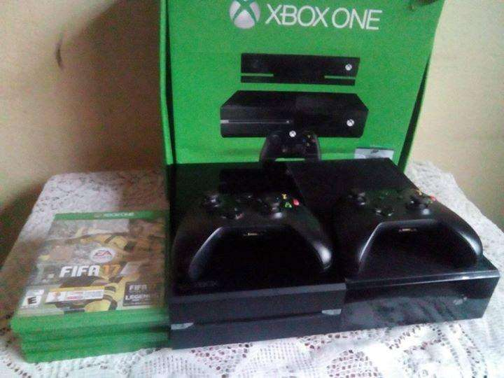 Xbox One Fat 500gb mas dos controles, 5 juegos