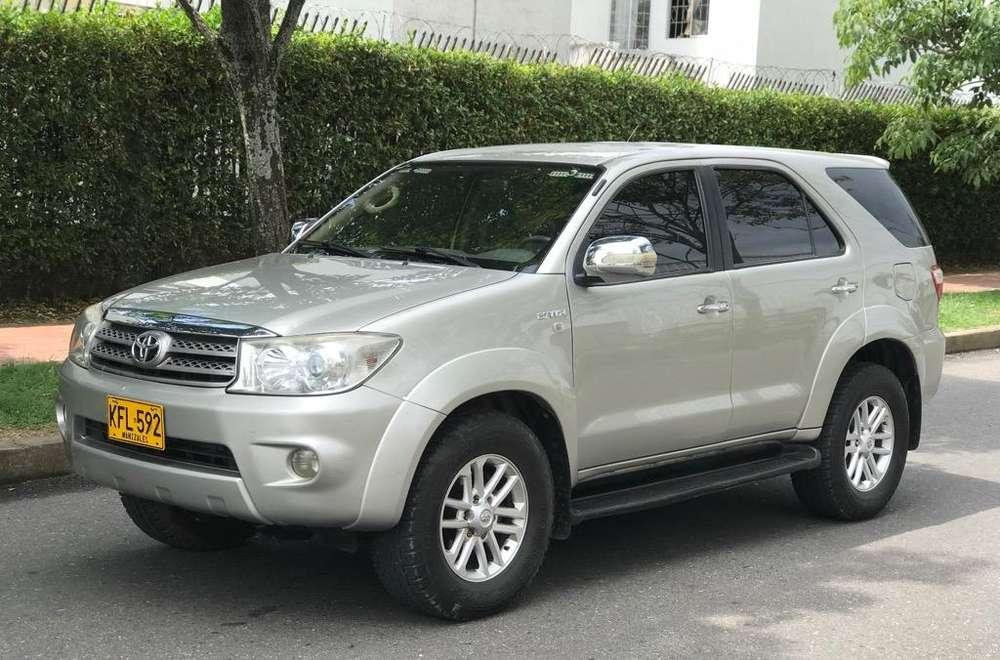 Toyota Fortuner 2010 - 100000 km