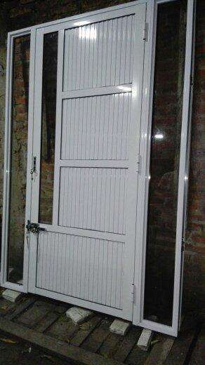 puerta de <strong>aluminio</strong> mas paño fijo