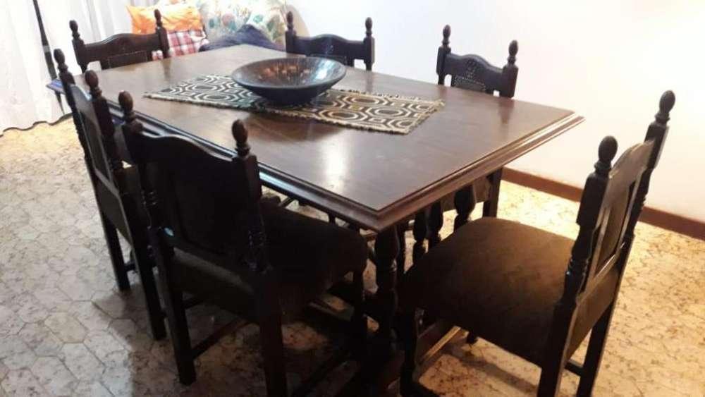 <strong>mesa</strong> con Sillas de madera