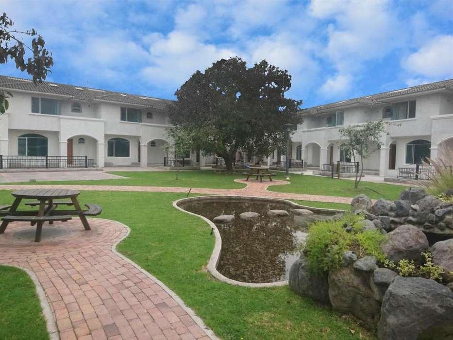 Casa esquinera de 3 dormitorios de venta, sector La Primavera, 205 m² con patio de 81 m²