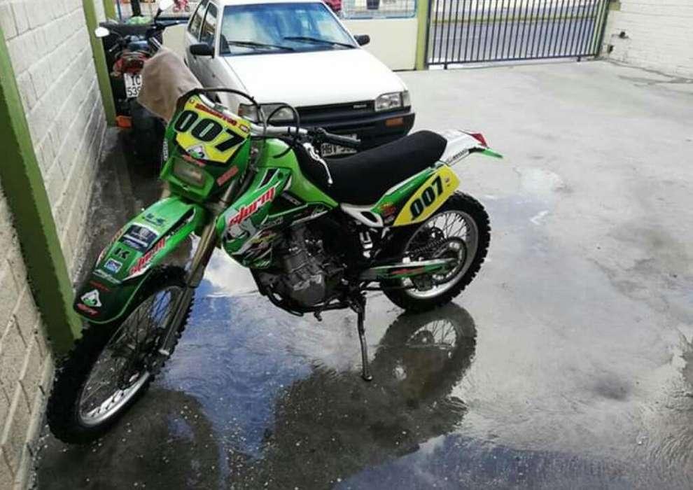 Vendo Moto Kawasaki 300c