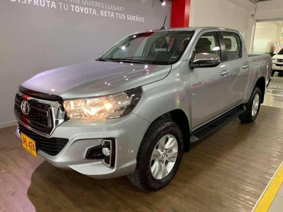 Servicio de alquiler Toyota Hilux 4x4 diésel 2.4 Modelo 2020
