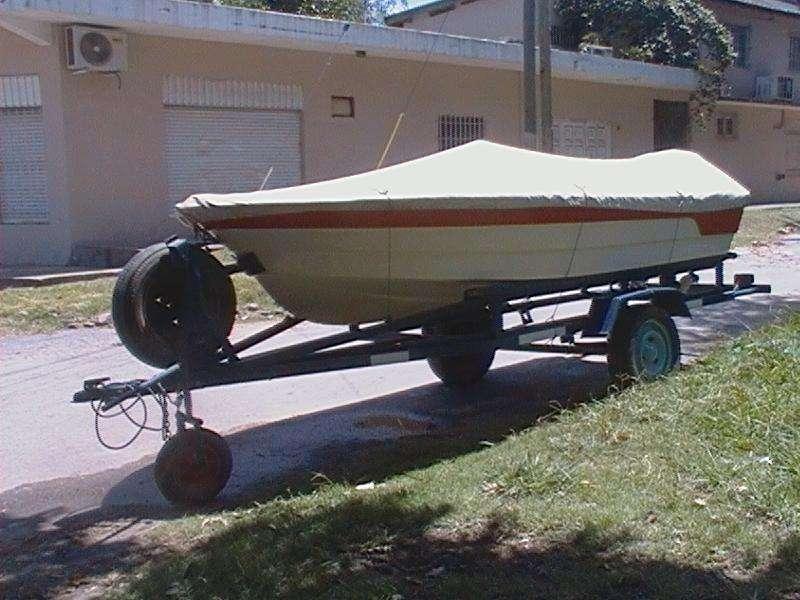 Lancha Pescadora 3.9 metros con motor y trailer
