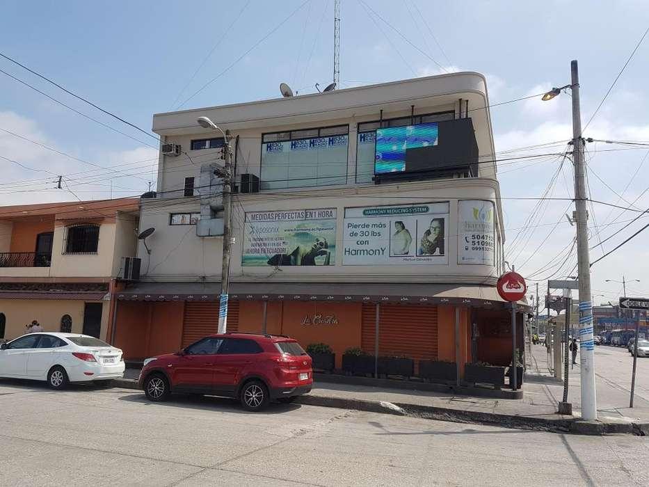 Venta de <strong>edificio</strong> Comercial en Av Guillermo Pareja Rolando, Contiguo a La Garzota