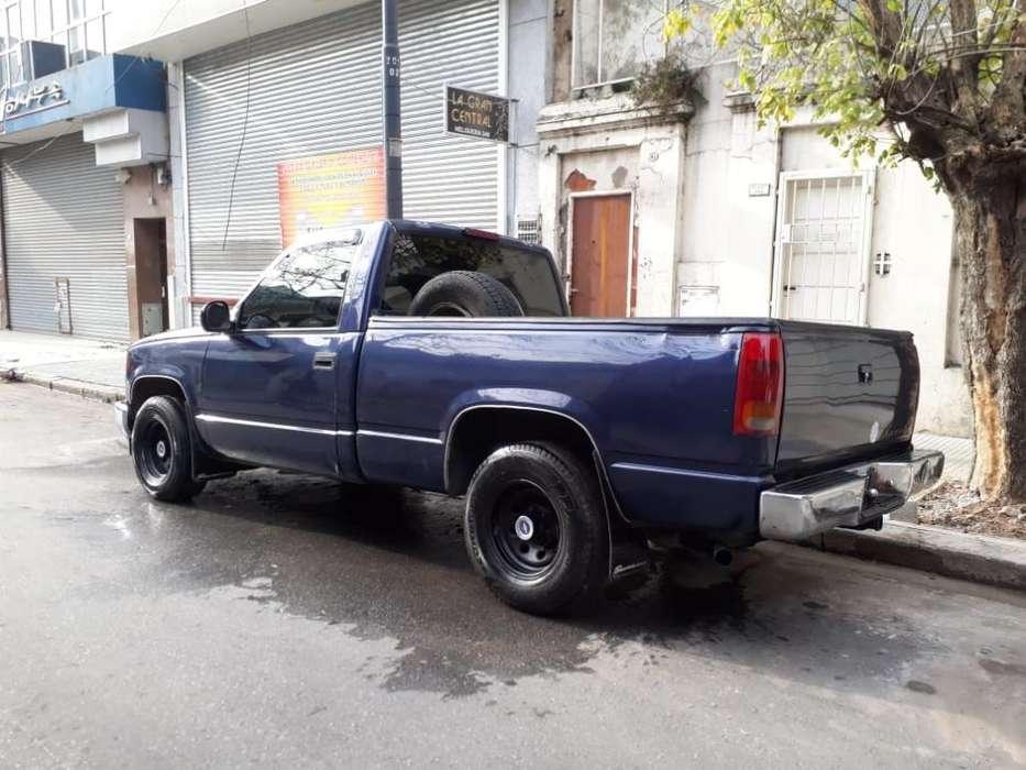 Chevrolet Silverado 1999 - 200 km