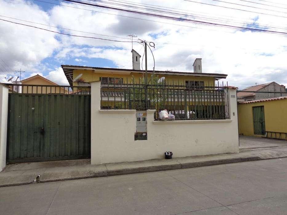 Vendo Casa de 3 Departamentos, Sector Colegio Borja cerca a colegios ,Balnearios centros comerciales etc