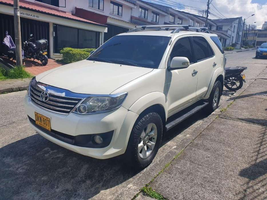 Toyota Fortuner 2010 - 0 km