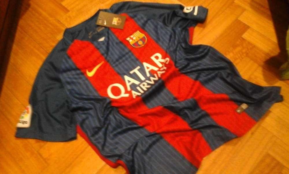Vendo camisetas de fútbol Original, del Barcelona. Talle XL, divina!!!
