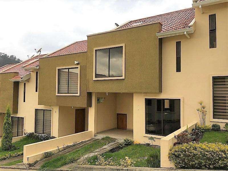 En VENTA Casa en Condominio San Eduardo, con espacio verde posterior, sector American School Cod: CV119