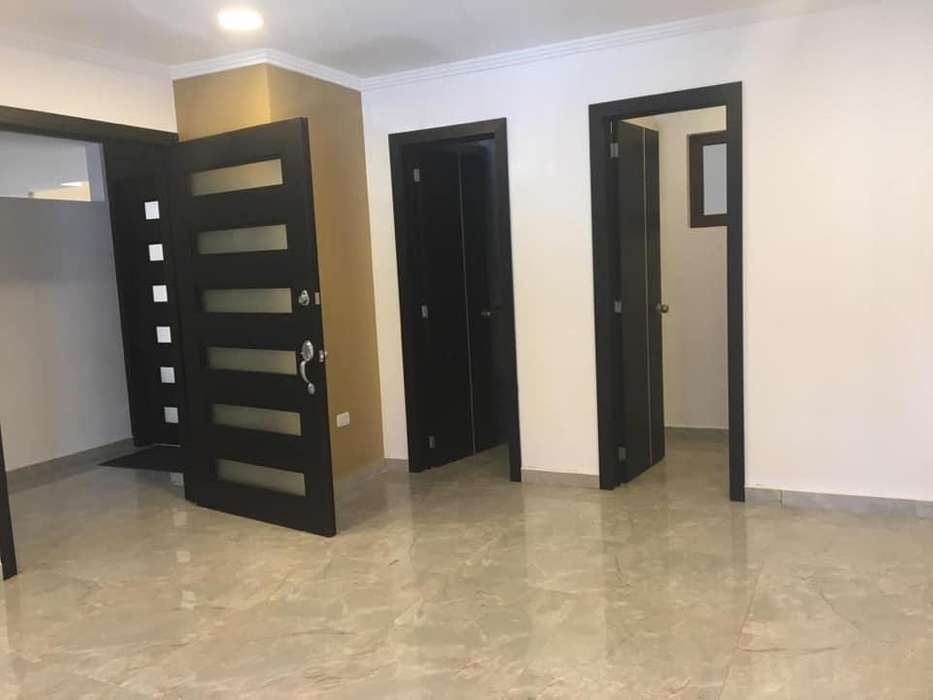 Oficina en renta sector Huayna -Cápac (R11)