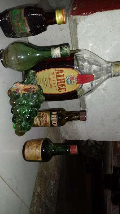 Antigua Botellas Algunas Llenas