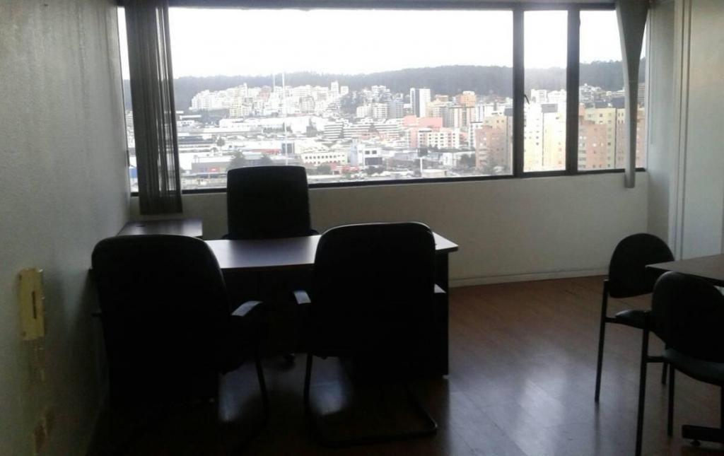 RENTA  oficina, 268m2 con  vista, Semi amoblada, cerca del Quicentro sobre la Shyris