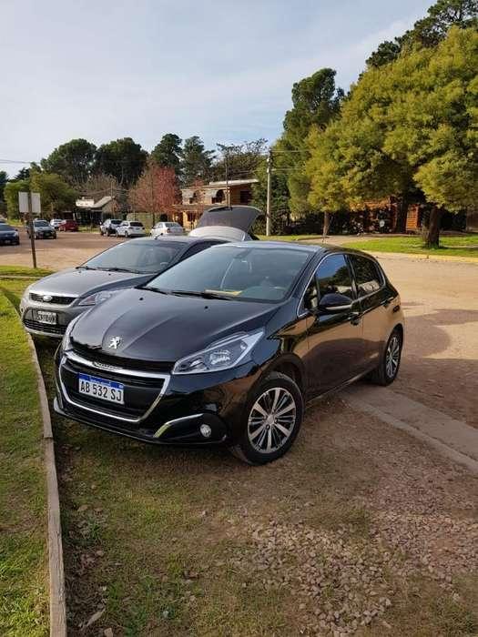Peugeot 208 2017 - 20000 km