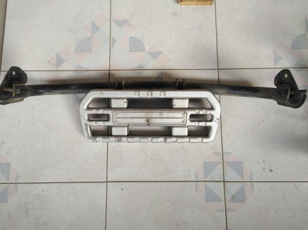 Grada posterior Mitsubishi Montero 1993