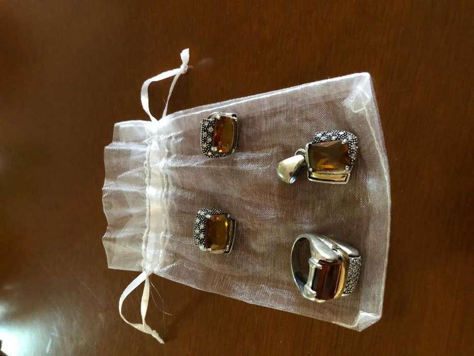 Juego de aretes dije y anillo en plata