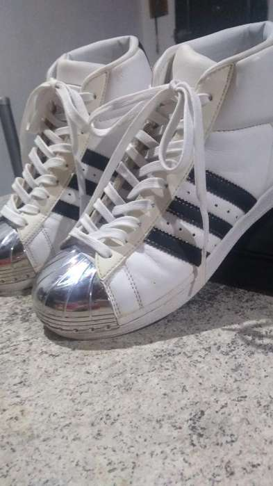 Vendo Zapatillas Adidas . muy Poco Uso