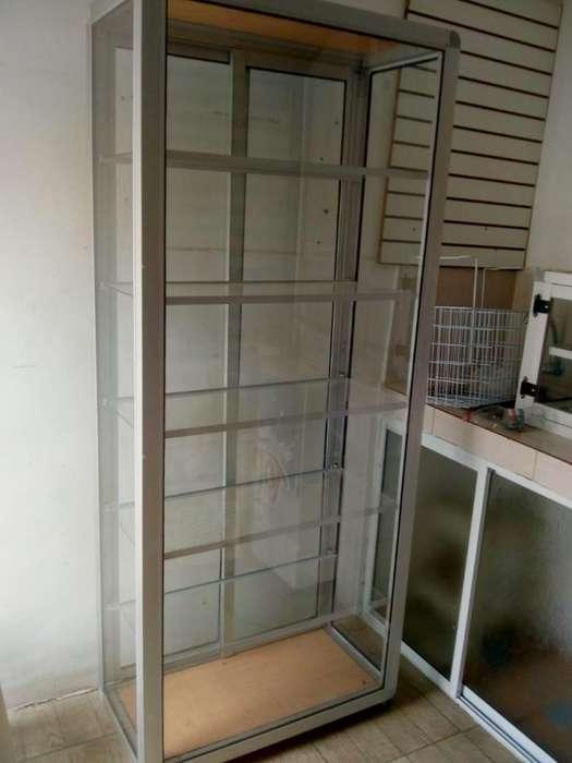 Vitrina de vidrio y aluminio