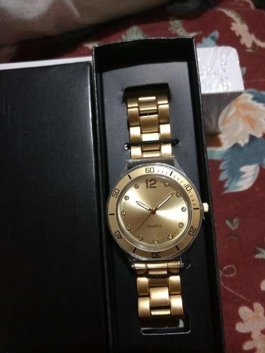 Vendo Reloj Quartz de Avon Nuevo.