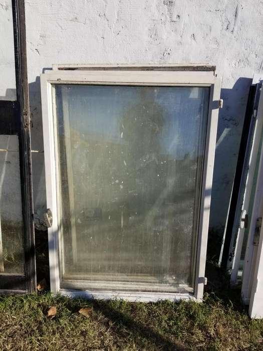 Vendo 9 hoja de hierro 109cm x 062cm para ventanas con vidrios y herrajes, usadas en excelente estado