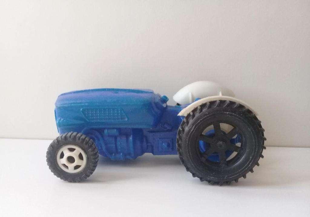 Tractor De Juguete Antiguo De Plástico Inflado Soplado Maci