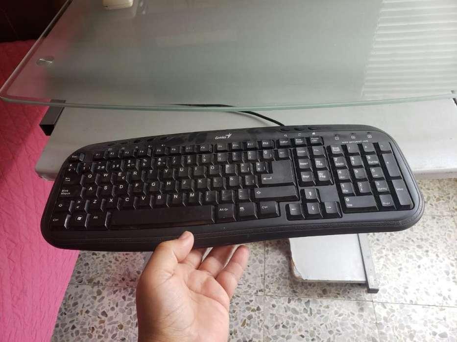 Vendo Computador, Mesa Y Silla