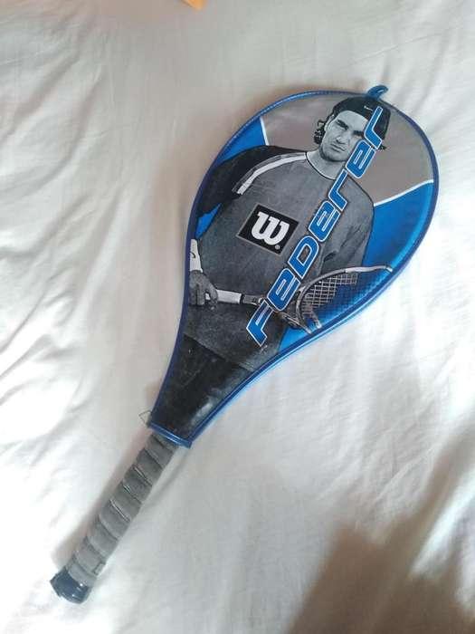 Raqueta azul Wilson Roger Federer