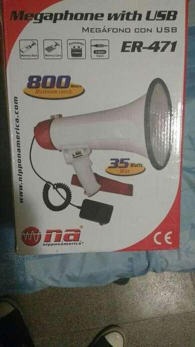 Vendo megafono casi nuevo muy poco uso con USB 2200 (0351)157335402