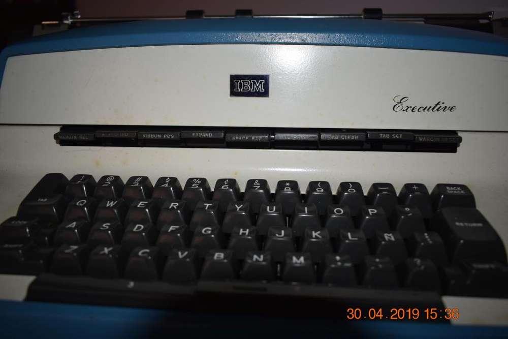 Maquina de escribir eléctrica IBM