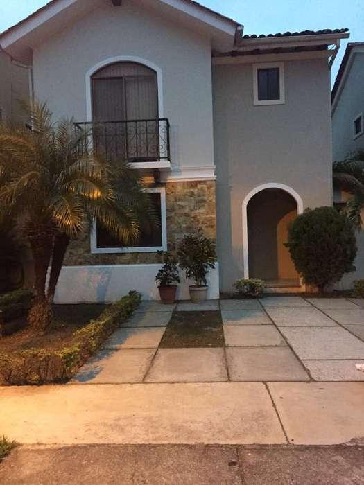 Casa en Alquiler / Renta Urb. Terranostra Vía a la <strong>costa</strong> Km 13.5 frente al Comisariato y Ferrisariato