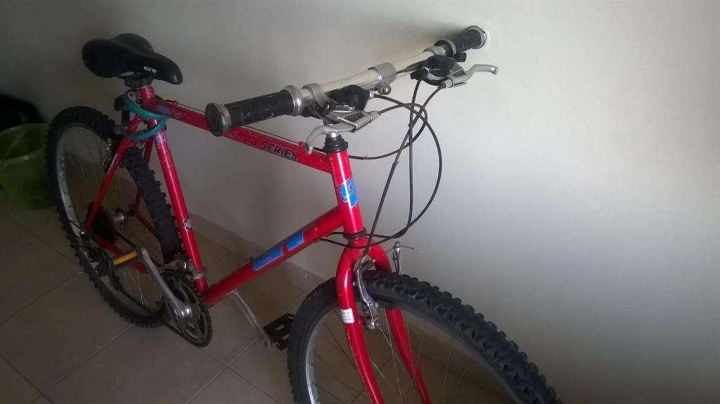 Bicicleta Mountain Bike Rodado 26. 21 Cambios. Shimano. Cuadro GT