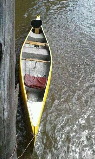Canoa de travesía en excelente estado