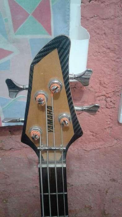 bajo Electrico de 4 Cuerdas Yamaha