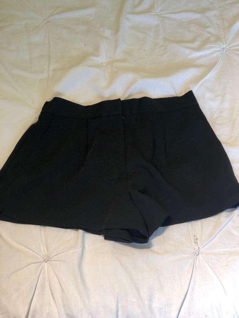 0a0dac7d19c4 Short Negro de Vestir Forever 21. TS - San Isidro