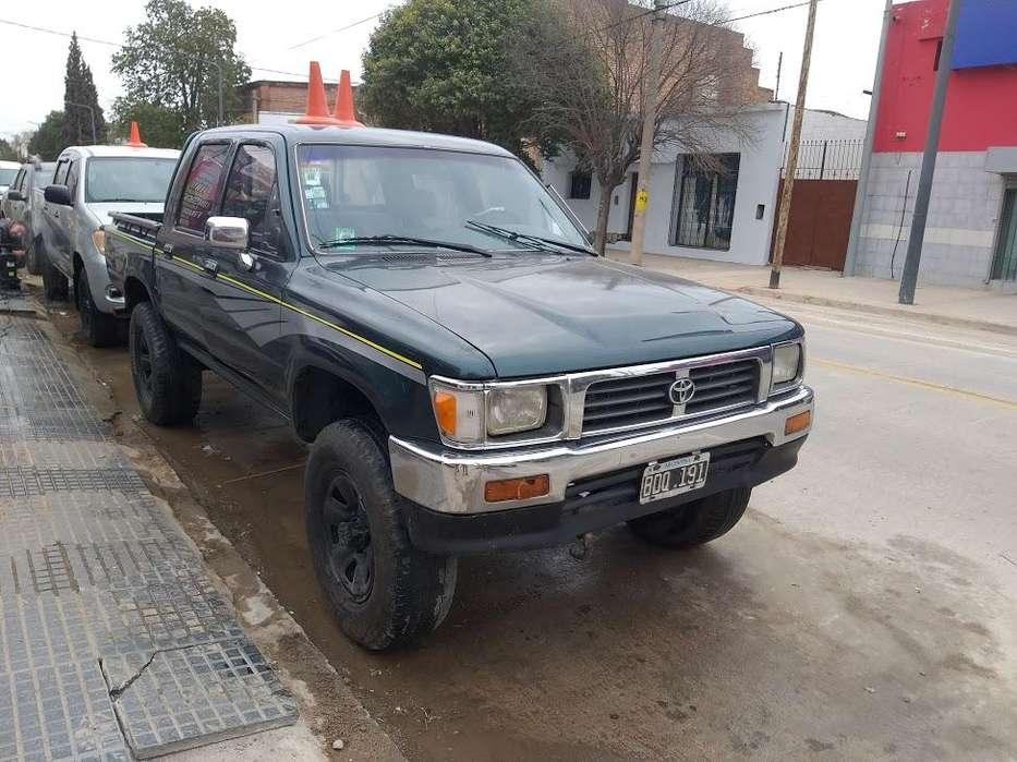 Toyota Hilux 1997 - 230000 km