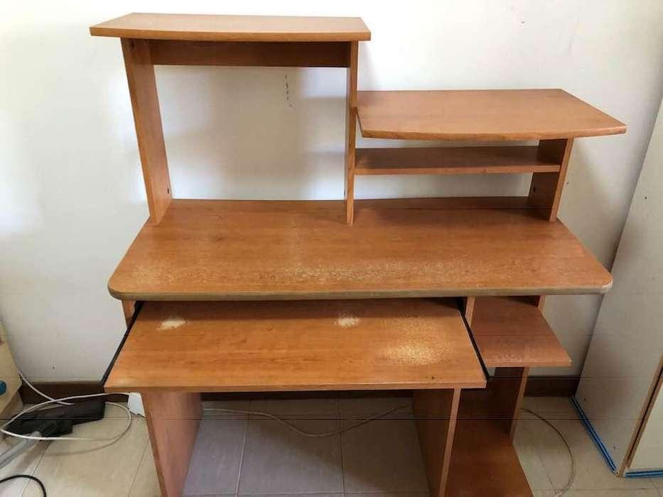 """VENDO ... mesa de computadora """"impecable """" ... 1.500. soy de Santo Tomé 0342 155043101"""