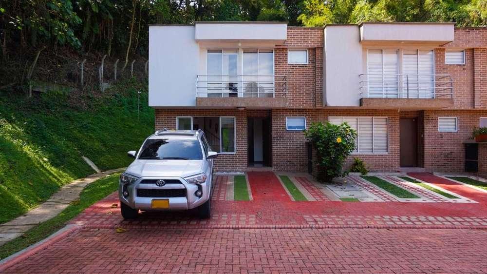 Extraordinaria casa esquinera en Bosques de Canaan. Alamos. Pereira - Colombia.