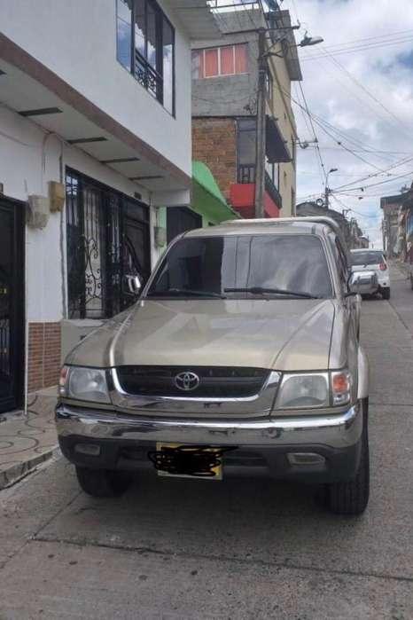 Toyota Hilux 2004 - 185000 km