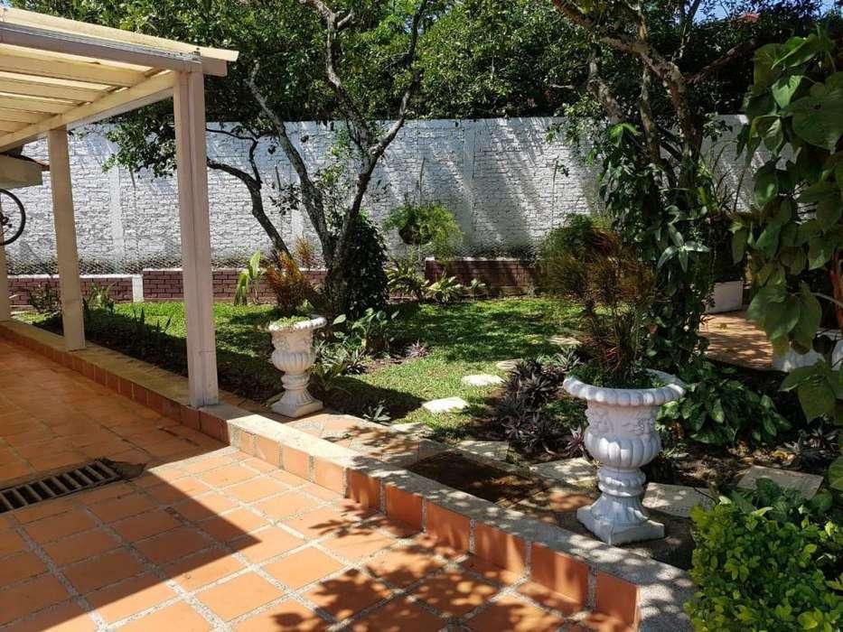 Vendo espectacular casa en Ciudad Jardin