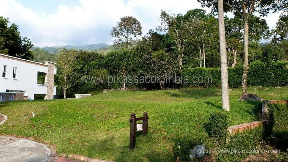 Lote vendo. 980 m2. Conjunto Residencial Calatrava. Floridablanca – Santander