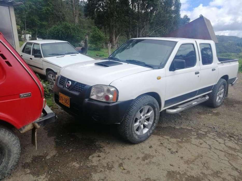 Nissan Frontier 2006 - 300 km
