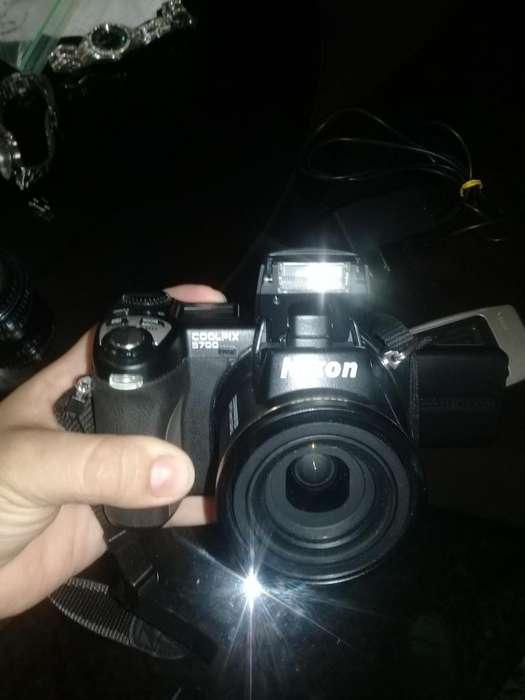 vendo o cambio cámara Nikon coolpix E 5700